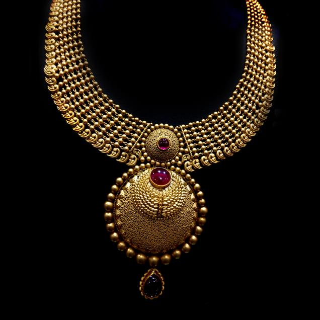 Antique Long Gold Necklace for wedding wear.Necklace is specially Inspired & Handcrafted by Master craftsmans of Rajasthan. Jewels box is inclined to be one of the essential names for this faultless choice of Gold Necklace Set at truly reasonable rates. Approx Wt.-106gm (22Kt)