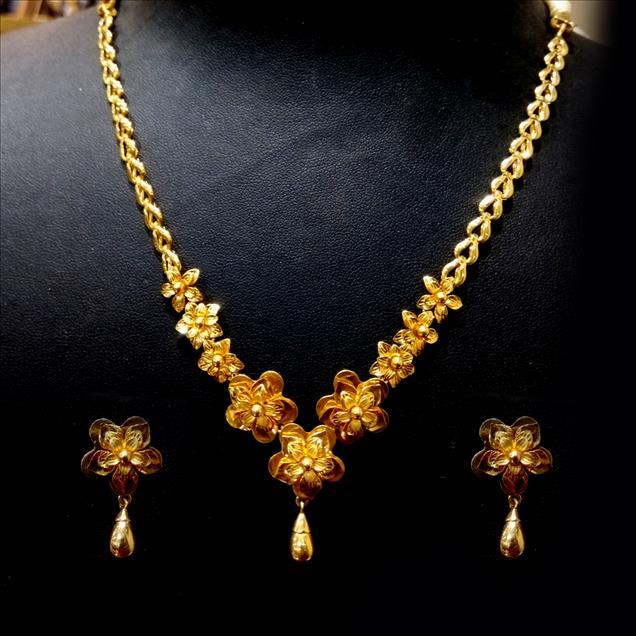Light weight Gold floral necklace set. We are inclined to be one of the essential names for this faultless choice of Gold Necklace Set at truly reasonable rates. Approx Wt.-22gm (22 Karat Hallmark)